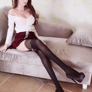 Irina: Pitkäsäärinen, japanilainen seksinukke