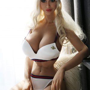 Ivanka: Venäläinen bimbo seksinukke