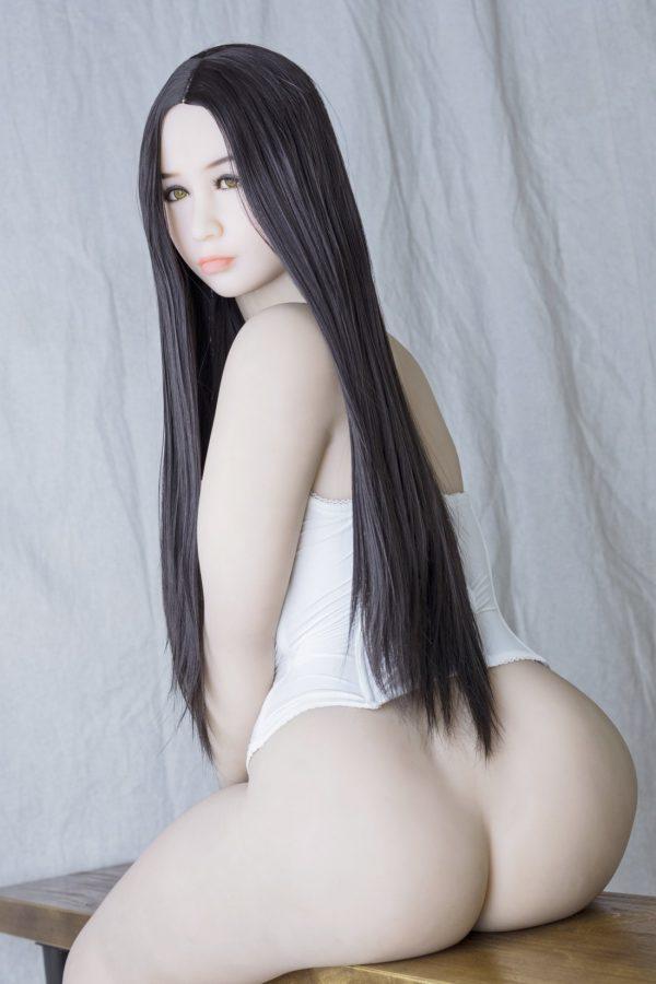 Gigi: Kaunis japanilainen seksinukke