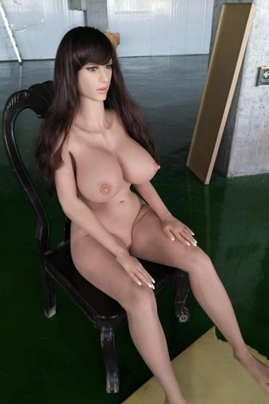 Marci: MILF-seksinukke